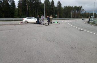 В Тверской области мотоциклист столкнулся с легковушкой и погиб
