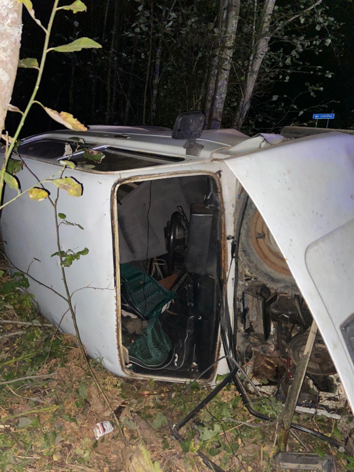 """Водитель """"Нивы"""" переломал кости в аварии под Тверью"""