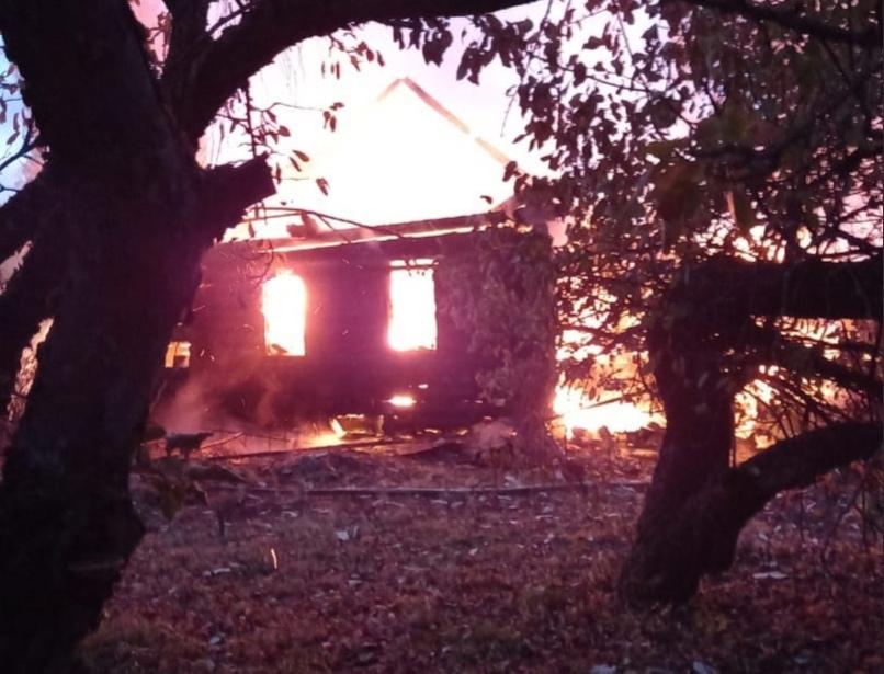 В Тверской области дотла сгорел дом, есть пострадавшие