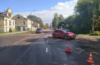 Две женщины на иномарках не поделили дорогу в Тверской области