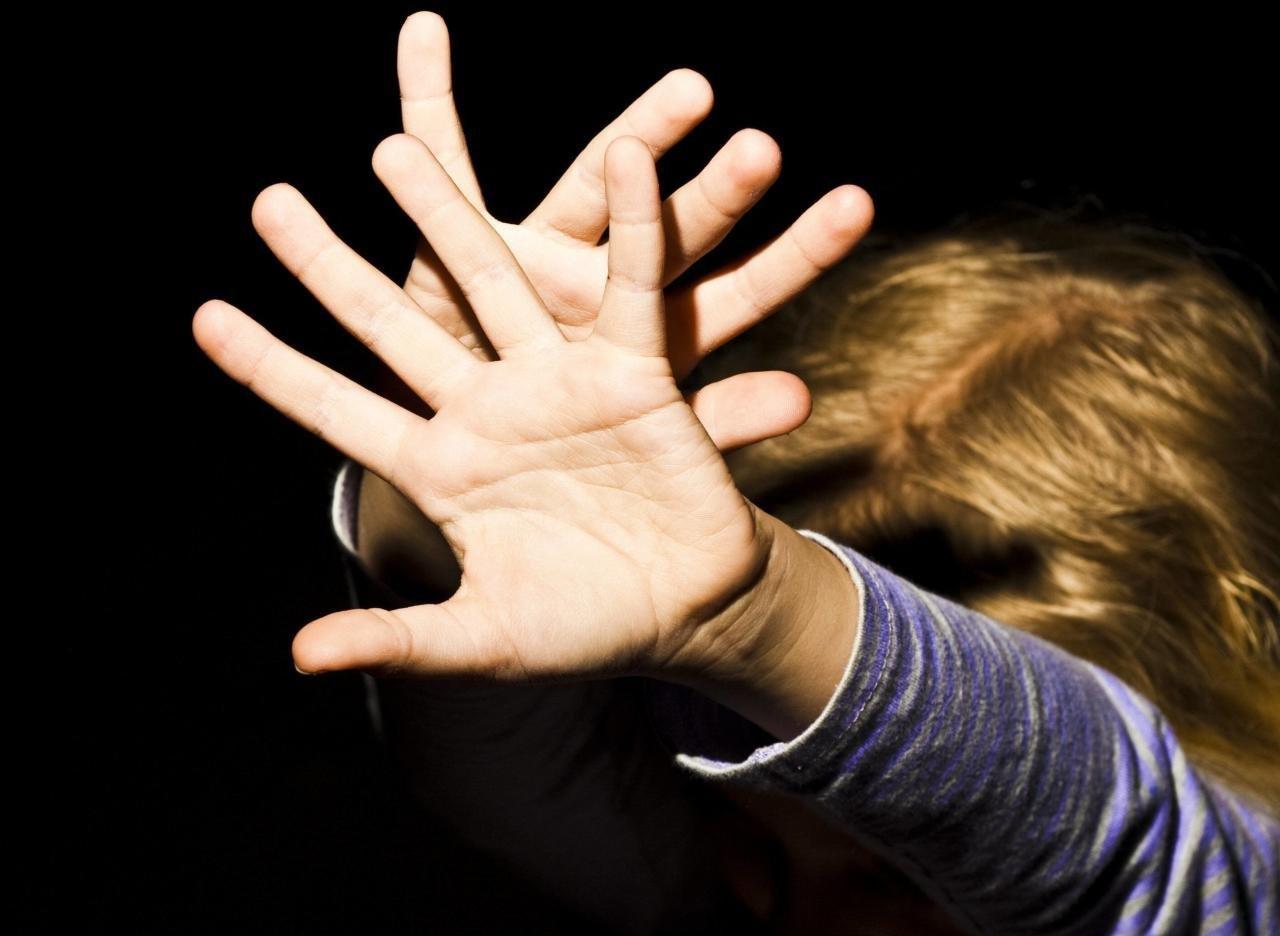 Житель Тверской области четыре года насиловал несовершеннолетнюю девочку