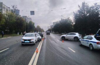 В Твери столкнулись сразу четыре автомобиля: пострадала женщина