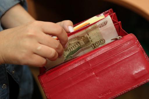 Из-за невнимательности пенсионерка из Тверской области осталась без денег и кошелька