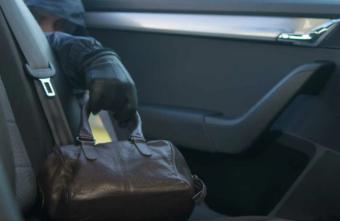 Тверского водителя оставили без документов и денег в поселке
