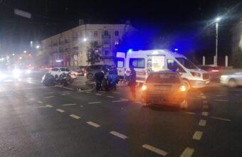 В Твери столкнулись иномарка и мотоцикл: без пострадавших не обошлось