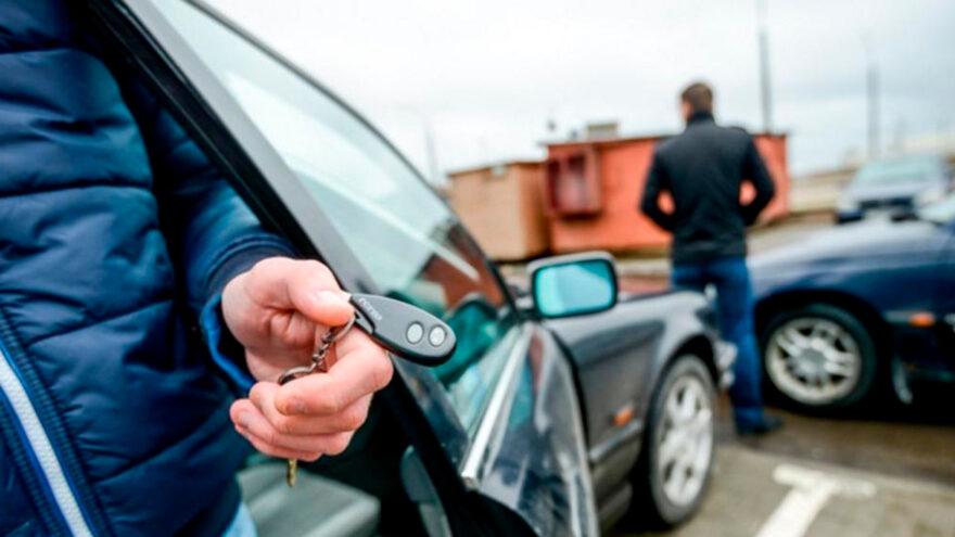 Житель Твери хотел купить машину, а стал жертвой мошенника