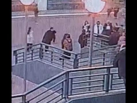 Подросток начал душить 14-летнюю девочку прямо в центре Твери