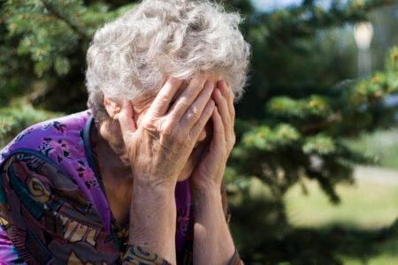 Пенсионерка из Тверской области осталась без двух миллионов из-за лжеполицейского